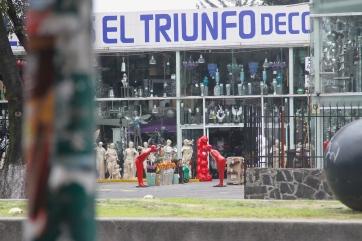 domo arigato, red statue